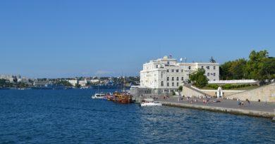 Крым открывает набережные для прогулок