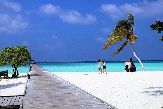 Мальдивы намерены принимать иностранных туристов уже этим летом