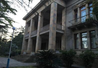Сколько стоит отдохнуть на государственной даче Хрущева в Абхазии?