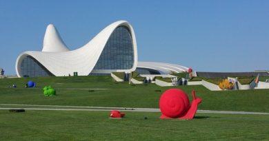 Азербайджан продлил карантин до августа