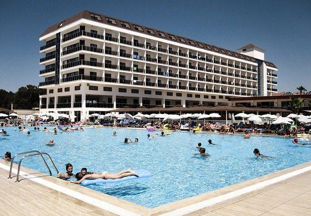 Первые туристы, попавшие сейчас на курорты Турции, оказались инфицированными