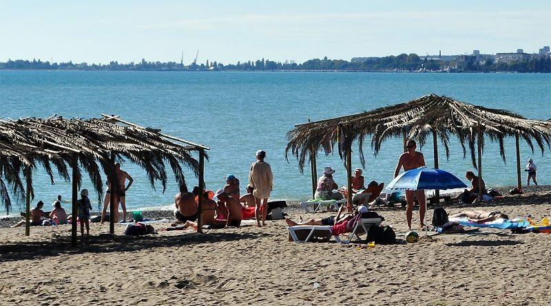 Песчаный пляж в Абхазии на котором мечтают побывать все туристы