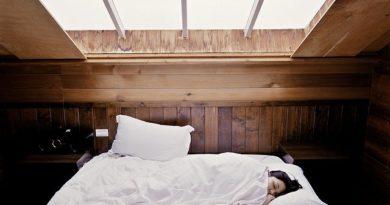 Почему в незнакомых местах так сложно засыпать?