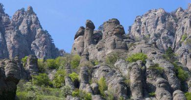 Путешествие в Долину приведений и на гору Демерджи (Крым)