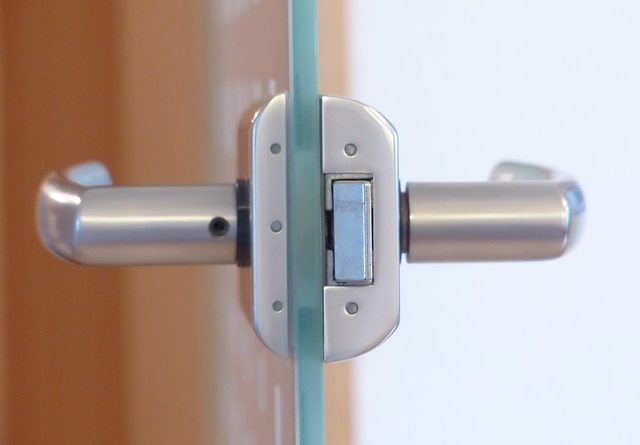 5 доводов в пользу стеклянных дверей в интерьере