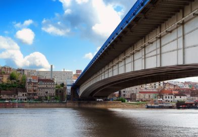 Белград снова ввел режим ЧП из-за вспышки коронавируса