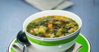 Фасолевый суп с овощами и шпинатом