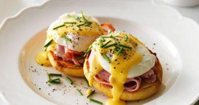 "Яйца ""Бенедикт"" на завтрак"
