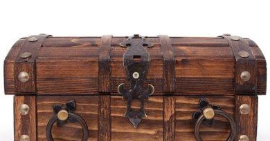 Клады под боком: что ценного можно откопать на своей земле или найти в старом доме?