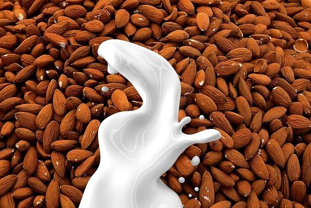 Миндальное молоко: помощь при гастрите, язве и холестерине
