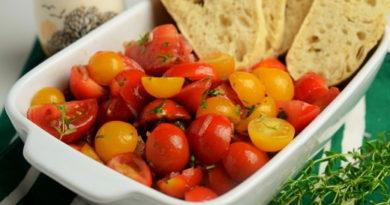 Салат из помидор и свежих трав