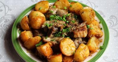 Тушеные свиные рёбра с картошкой