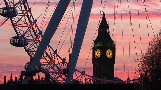 Великобритания готовится принять без карантина граждан из 59 стран