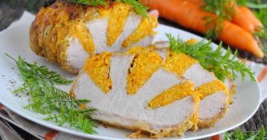 Запеченная свиная корейка с морковью и сыром