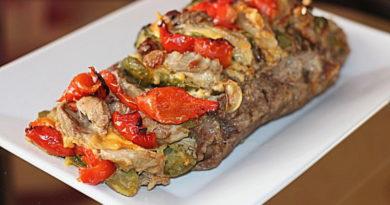 Запеченная свинина с сыром и овощами
