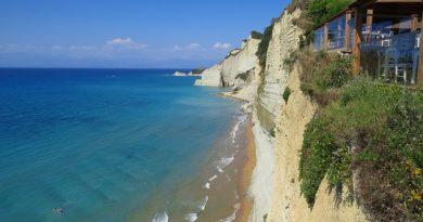 Греция строго предупреждает туристов о новых мерах