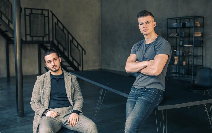 Как 22-летний сын Олега Газманова заработал миллионы рублей на приложении для дальнобойщиков