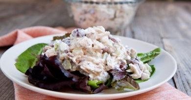 Куриный салат с виноградом и грецкими орехами