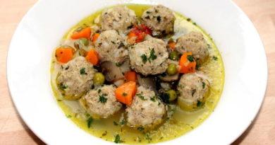 Овощной суп с фрикадельками и грибами