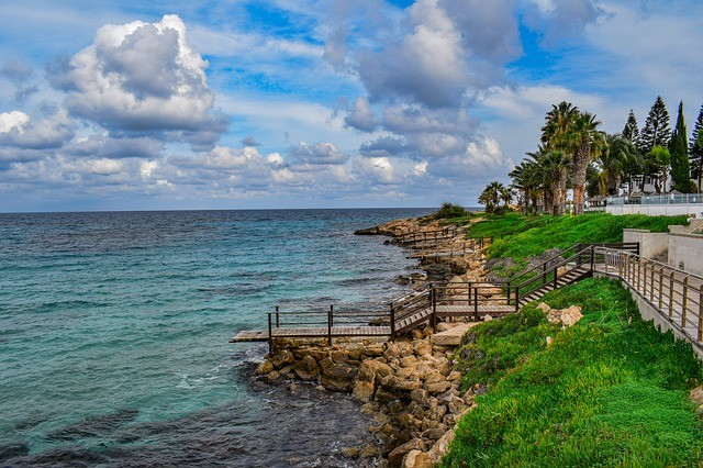 Пляжный отдых на Средиземном море в городе Протарас (Кипр)