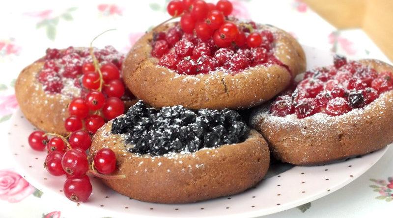 Ржаные булочки с ягодами
