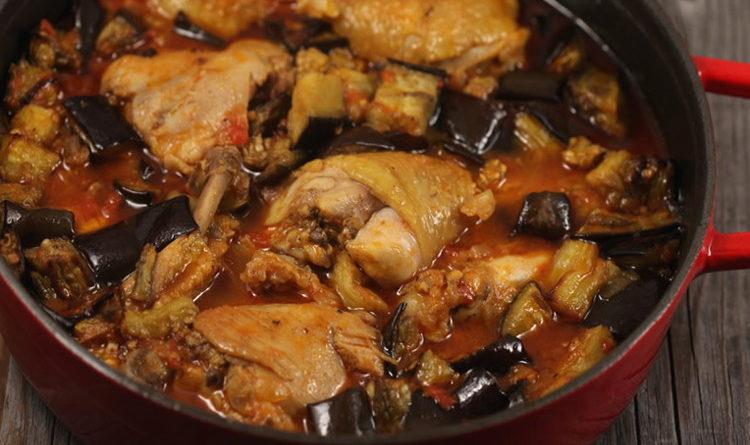 Тушеная курица с помидорами и баклажанами
