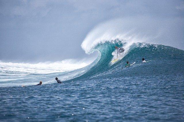 Активный отдых: лучшие места для серфинга