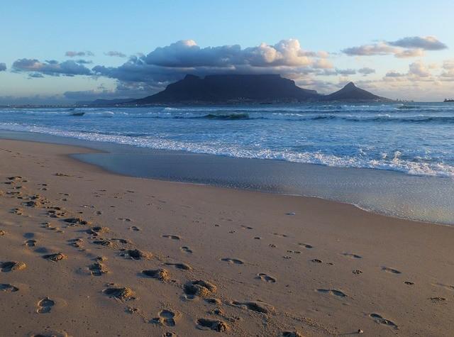 ЮАР планирует отменить ограничения на международные поездки