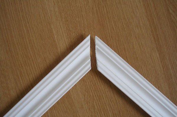 Как запилить потолочный плинтус: правильная обработка углов плинтуса, методы и инструменты