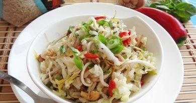 Острый рисовый салат по-индонезийски