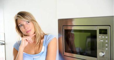 Пять простых способов почистить микроволновую печь изнутри
