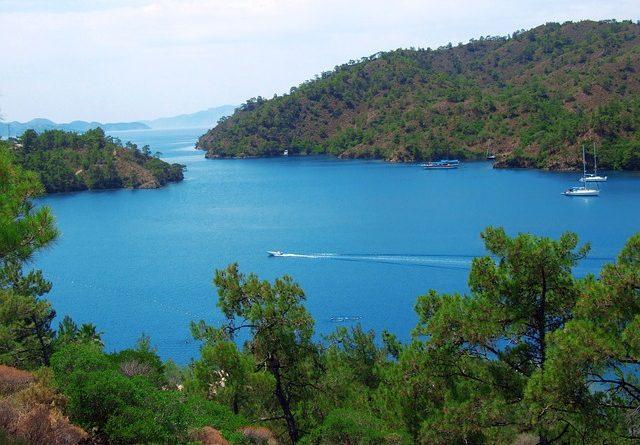 Российских туристов выселили ночью из отеля в Турции