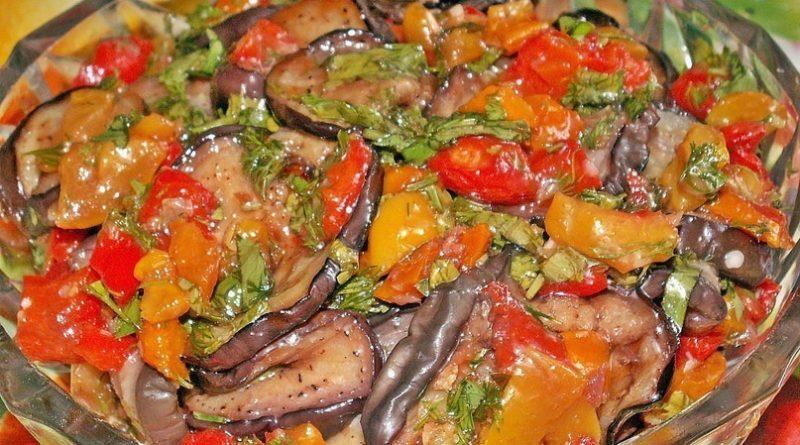 Салат с жаренными баклажанами