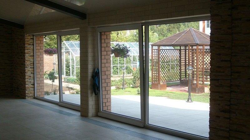Что такое сдвижные стеклянные двери?