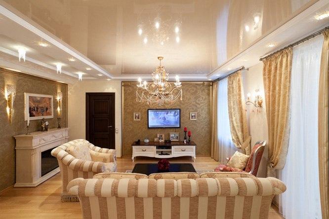 Как выбирать натяжные потолки в гостиную?