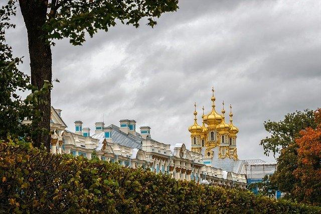 Самые популярные города РФ для поездок в октябре