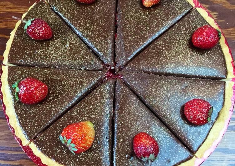 Шоколадно-клубничный тарт