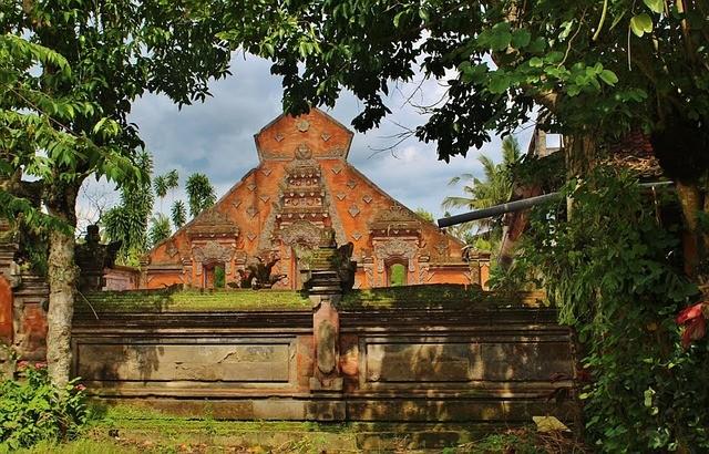 Бали планирует открыться для туристов в начале 2021 года