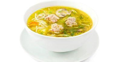 Куриный суп с лапшой и фрикадельками