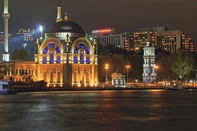 На россиян не распространяется комендантский час в Турции