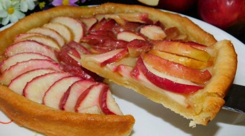 Песочный пирог с карамелизированными яблоками