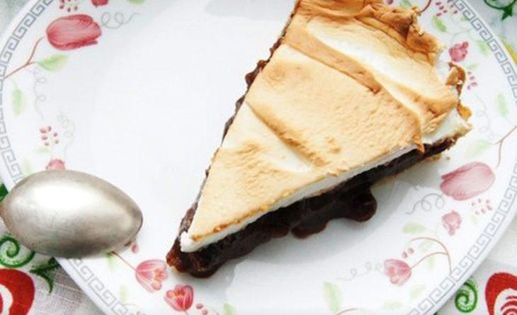 Пирог с клюквой и шоколадным кремом