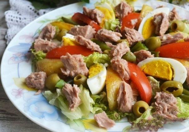 Салат из печени трески с фасолью и чесноком