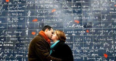 «Стена любви» на Монмартре
