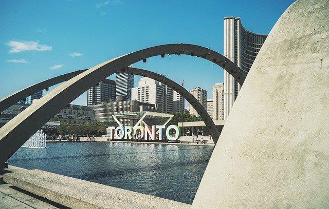 Торонто вводит локдаун из-за вспышки COVID-19