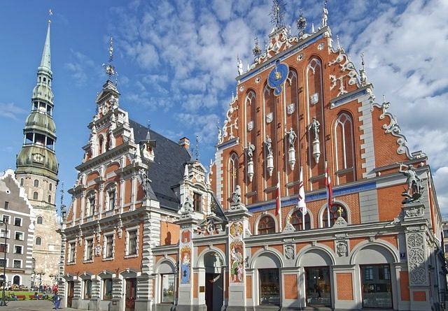 Власти Латвии вводят режим ЧП из-за ситуации с COVID-19