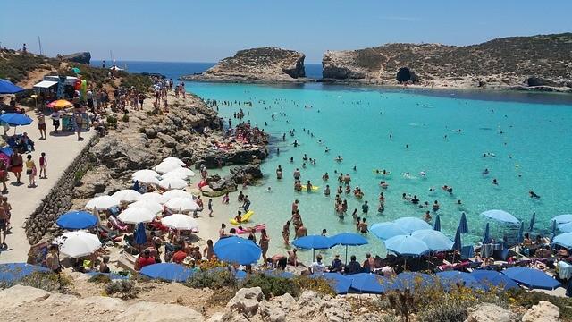 Пляжный отдых на острове Комино (Мальта)