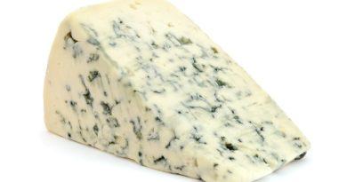 Сыр с плесенью - чем он полезен