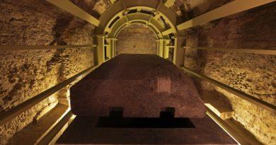 Загадка каменных гробов Серапиума: египтяне или инопланетяне