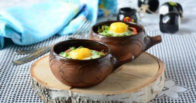 Запеченное яйцо с овощами